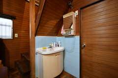 リビングの一角に洗面台が設置されています。(2017-10-13,共用部,WASHSTAND,1F)