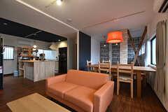 リビングの様子2。キッチンと隣り合っています。(2016-10-01,共用部,LIVINGROOM,1F)