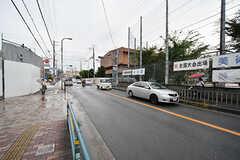 駅からシェアハウスのへ向かう道の様子。近大が近く、学生も多いです。(2016-10-01,共用部,ENVIRONMENT,1F)