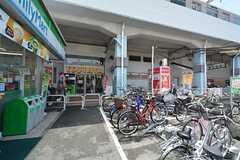 八戸ノ里駅前にはTSUTAYAもあります。(2015-05-19,共用部,ENVIRONMENT,1F)