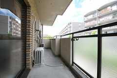 ベランダの様子。2024号室と共用です。(2023号室)(2012-08-19,専有部,ROOM,2F)