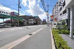 JR東海道本線・茨木駅からシェアハウスへ向かう道の様子。(2012-08-19,共用部,ENVIRONMENT,1F)