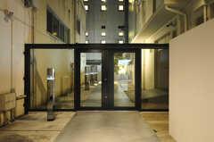シェアハウスの門扉。(2013-10-18,周辺環境,ENTRANCE,1F)