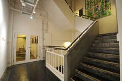 ラウンジ前の階段の様子。(2013-10-18,共用部,OTHER,2F)