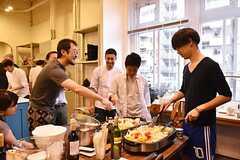料理講習イベントの様子10。鶏もも肉のカチャトーラなど本格的な料理も。(2016-06-12,共用部,PARTY,2F)