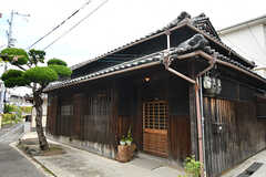 シェアハウスの外観。築80年ほどの日本家屋です。(2017-07-12,共用部,OUTLOOK,1F)