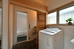 脱衣室と洗濯機の様子。(2017-07-12,共用部,LAUNDRY,1F)
