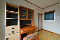 専有部の様子2。奥のドアを開けると寝室です。(202号室)(2017-07-12,専有部,ROOM,2F)