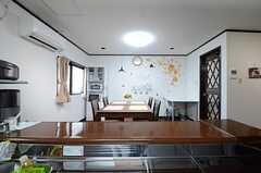 キッチン側から見たダイニングの様子。(2015-04-01,共用部,LIVINGROOM,1F)