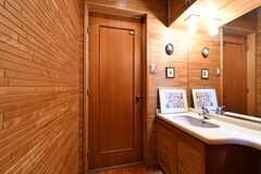 洗面台の様子。左手はトイレです。(2018-03-13,共用部,TOILET,1F)