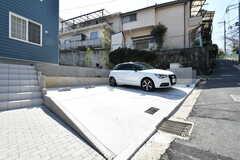 駐車場の様子。月極契約です。(2018-03-13,共用部,GARAGE,1F)