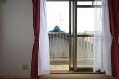 専有部の様子2。窓の外はベランダです。(301号室)(2016-09-12,専有部,ROOM,3F)