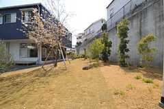 夏には芝生で緑一面になりそうです。(2014-04-09,共用部,OTHER,1F)
