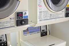 乾燥機と洗濯機は有料です。(2014-04-09,共用部,LAUNDRY,1F)