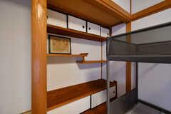 引違い棚も設置されています。(302号室)(2017-11-14,専有部,ROOM,3F)