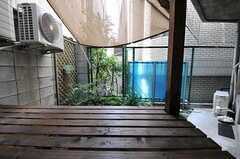 ベランダの様子。(101号室)(2011-08-08,専有部,ROOM,1F)