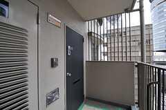 玄関ドアの様子。(2013-07-01,周辺環境,ENTRANCE,8F)