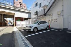 駐車場の様子。3台まで停められます。(2016-03-15,共用部,GARAGE,1F)