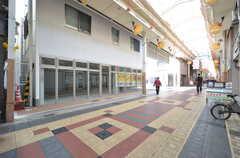 シェアハウスの1階は商店街に面しています。1階にはテナントが入る予定。(2016-03-15,共用部,OUTLOOK,1F)
