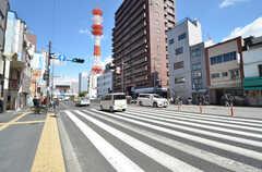 大阪市営地下鉄四つ橋線・花園町駅前の大通り。(2016-03-15,共用部,ENVIRONMENT,1F)
