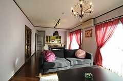 シェアハウスのリビングの様子4。ソファもあります。(2010-10-10,共用部,LIVINGROOM,7F)