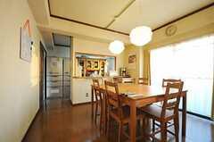 ダイニングから見たキッチンの様子。(2013-01-13,共用部,LIVINGROOM,7F)