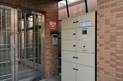 エントランス脇には、宅配ボックスがあります。(2013-01-31,周辺環境,ENTRANCE,1F)