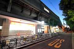 夕暮れ時のJR関西本線・東部市場前駅の様子。(2010-10-10,共用部,ENVIRONMENT,1F)