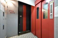 ラウンジの入口。右手がエレベーターです。(2017-08-30,周辺環境,ENTRANCE,1F)