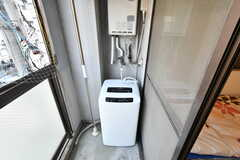洗濯機はベランダに設置されています。(403号室)(2017-08-30,専有部,ROOM,4F)