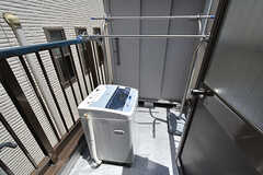バルコニーの様子。洗濯機は屋外です。(301号室)(2016-07-04,専有部,ROOM,3F)