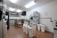 キッチンの様子。(2013-09-13,共用部,KITCHEN,2F)