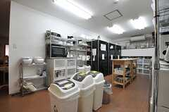 キッチンの様子2。(2013-09-13,共用部,KITCHEN,2F)