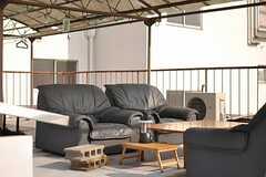ソファとテーブルが置かれています。(2013-09-13,共用部,OTHER,5F)