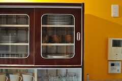 食器棚はレトロな雰囲気です。(2014-02-02,共用部,KITCHEN,2F)
