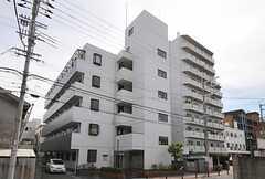 シェアハウスの外観。マンションの1部屋を共用のリビングとして使用します。(2011-08-08,共用部,OUTLOOK,1F)