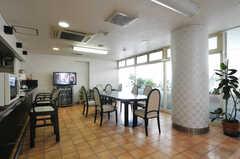 談話スペースの様子。もともとは食堂だったそう。(2012-09-15,共用部,LIVINGROOM,2F)