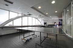 スポーツジムへ続くスペースには卓球台が置かれています。(2012-09-15,共用部,OTHER,2F)