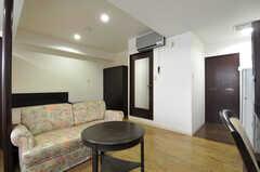 専有部の様子。各専有部にはミニキッチン、バスルーム、トイレがあります。(613号室)(2012-09-15,専有部,ROOM,6F)