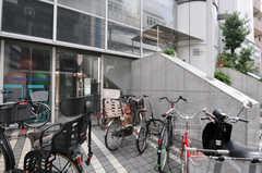 自転車置き場の様子。(2012-09-15,共用部,GARAGE,1F)