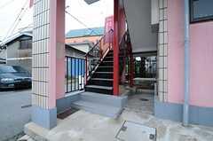 上階へ上る外階段の様子。(2013-04-30,共用部,OTHER,1F)