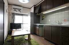 リビングの様子。キッチンと一体となっています。(2013-09-13,共用部,LIVINGROOM,13F)