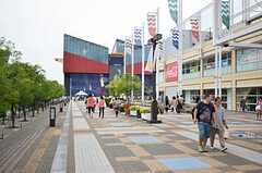 海遊館のまわりには、様々なお店が並びます。最寄り駅は大阪港駅です。(2013-09-13,共用部,ENVIRONMENT,1F)