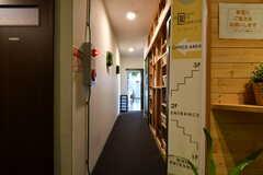 廊下の様子。廊下の奥がリビングです。(2020-06-27,共用部,OTHER,3F)