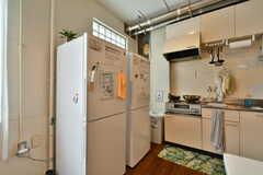 冷蔵庫は2台並んで設置されています。(2020-06-27,共用部,KITCHEN,3F)