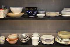 食器棚の様子。(2015-08-13,共用部,KITCHEN,6F)