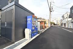 敷地内に自動販売機が設置されています。(2017-03-06,共用部,GARAGE,1F)