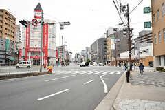 近くの交差点の様子。(2017-03-06,共用部,ENVIRONMENT,1F)