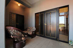 シェアハウスの玄関ドアの様子。(2013-09-18,周辺環境,ENTRANCE,5F)