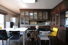 食器棚はリビング側からも開くようになっています。(2013-09-18,共用部,LIVINGROOM,5F)